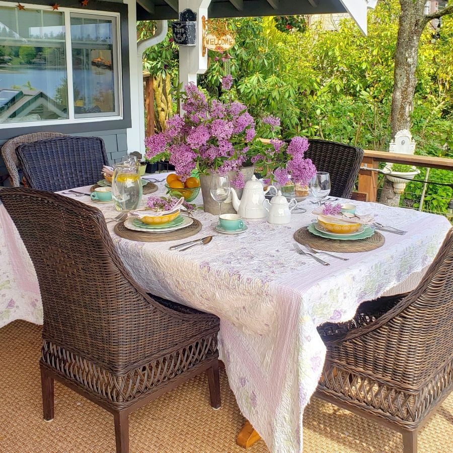 An outdoor Mother's Day tablescape